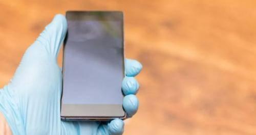 waspada-bersihkan-ponsel-setiap-hari-cegah-penularan-covid-19-m8m8cmMUac