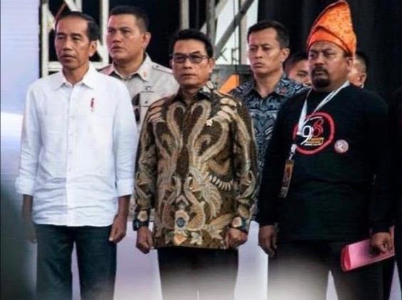 Sayed JR(ujung kanan, bertanjak)