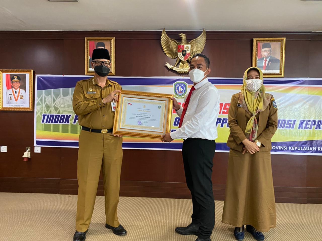 Kasat Reskrim Menerima Penghargaan (ist)
