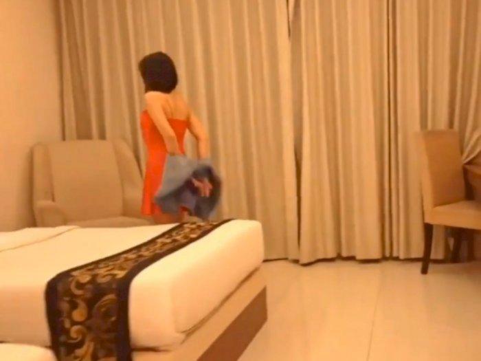 Perempuan pemeran video porno(ist)